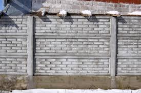 Védelmező betonkerítés